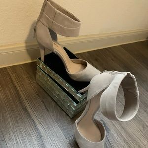 👡 Gianni Bini leather ankle strap heels 👡